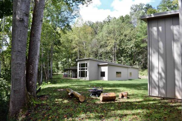 Truoba built house yard in Tennessee